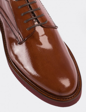 Tan Patent Leather Lace-up Shoes